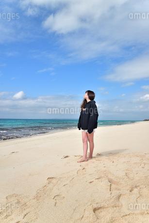 宮古島/ビーチでポートレート撮影の写真素材 [FYI02922190]