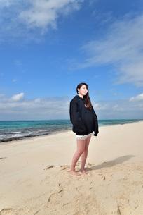 宮古島/ビーチでポートレート撮影の写真素材 [FYI02922195]
