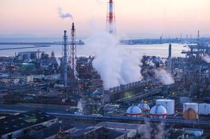 三重県四日市市の工業地帯の写真素材 [FYI02922226]