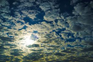朝焼けとちぎれ雲の写真素材 [FYI02922583]