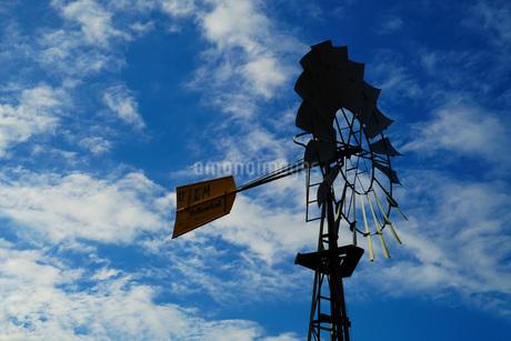 青空と風車の写真素材 [FYI02922589]