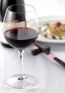 ワインと料理の写真素材 [FYI02922835]