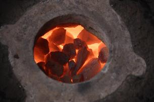 燃える石炭ストーブの写真素材 [FYI02923060]