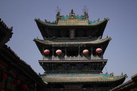 提灯のついた塔の写真素材 [FYI02923065]