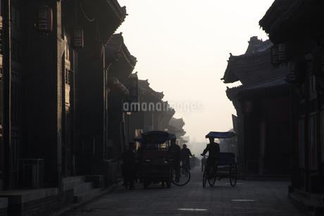 早朝の町並み 平遥 山西省の写真素材 [FYI02923078]