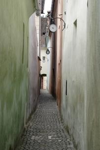 狭い道の写真素材 [FYI02923114]