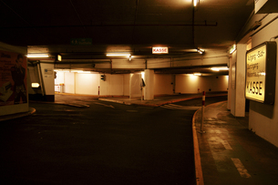 地下駐車場の写真素材 [FYI02923220]
