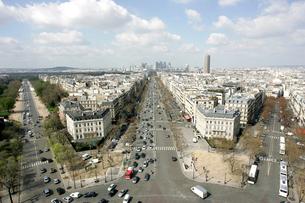 凱旋門屋上から見るパリ市街の写真素材 [FYI02923538]