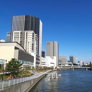 堂島リバーフォーラム前の船着場の写真素材 [FYI02923604]