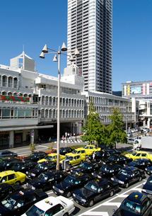 北大阪急行千里中央駅東側のタクシー乗り場の写真素材 [FYI02923636]