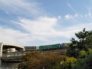 千里中央駅に入るモノレールの写真素材 [FYI02923648]