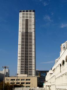 南側から見たザ・千里タワーの写真素材 [FYI02923653]