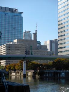 土佐堀川に架かる阪神高速1号環状線の写真素材 [FYI02923670]