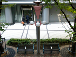 OBP ビルに入るビジネスマンの写真素材 [FYI02923682]