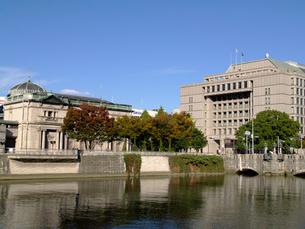 大阪市役所と日本銀行大阪支店の写真素材 [FYI02923692]