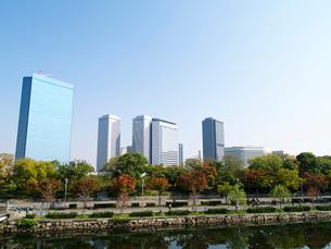 大阪城公園から見た大阪ビジネスパークの写真素材 [FYI02923701]