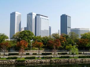 大阪城公園から大阪ビジネスパークを望むの写真素材 [FYI02923705]