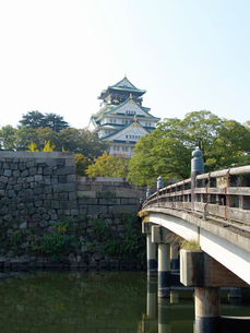 極楽橋の欄干と大阪城の写真素材 [FYI02923706]