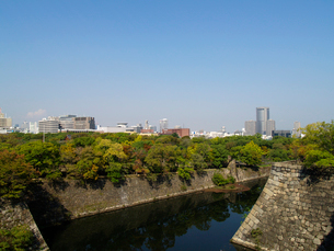 大阪城内濠から北東方面を望むの写真素材 [FYI02923714]