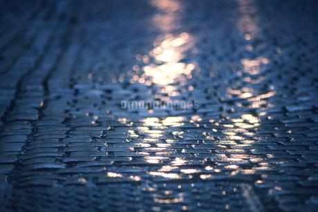 濡れた石畳の写真素材 [FYI02925982]