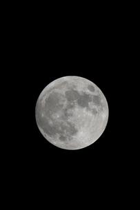 満月の写真素材 [FYI02927017]