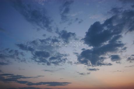 夕暮れの空の写真素材 [FYI02927169]