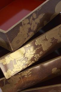 江戸時代の蒔絵が施された重箱の写真素材 [FYI02927694]