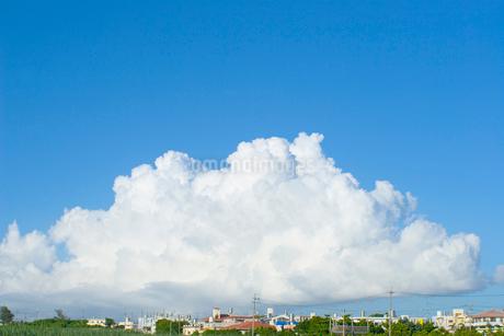 青空と住宅地の写真素材 [FYI02927902]