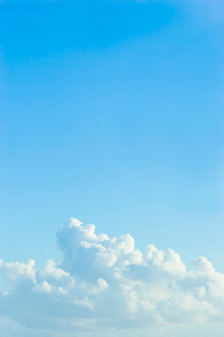 青空と白い雲の写真素材 [FYI02927904]