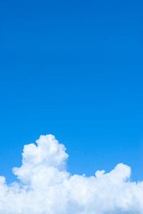 青空と白い雲の写真素材 [FYI02927911]