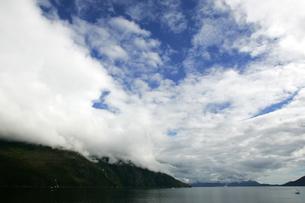 雲間からの青空の写真素材 [FYI02928199]
