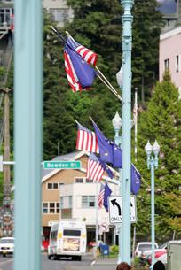 星条旗とアラスカ州旗の写真素材 [FYI02928255]