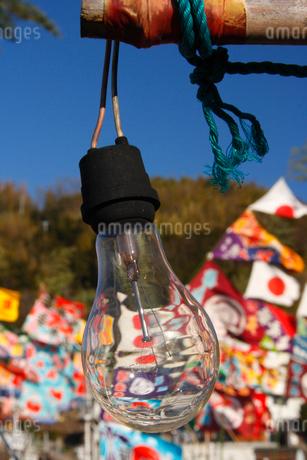 大漁旗と漁船の電球の写真素材 [FYI02928440]