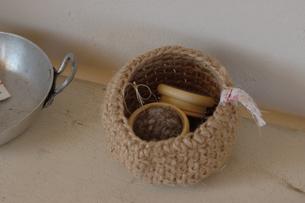 毛糸籠と針刺の写真素材 [FYI02928688]