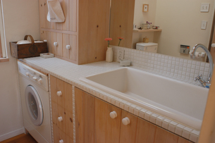 洗濯機のある洗面所の写真素材 [FYI02928704]