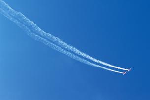 飛行機雲の写真素材 [FYI02928825]