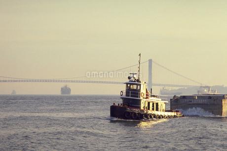 ニューヨークを離れた船の写真素材 [FYI02929486]