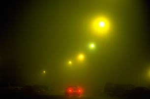 夜の道路の写真素材 [FYI02929502]