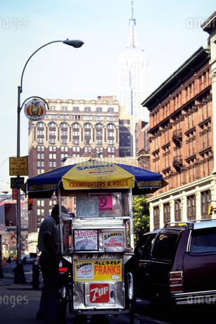 ニューヨークの屋台と街の写真素材 [FYI02929563]