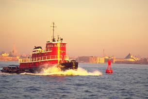 ニューヨークを離れる船の写真素材 [FYI02929593]