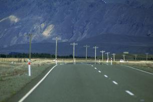 山へ続く道の写真素材 [FYI02929606]