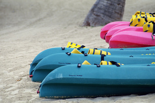 砂浜のボートの写真素材 [FYI02929608]