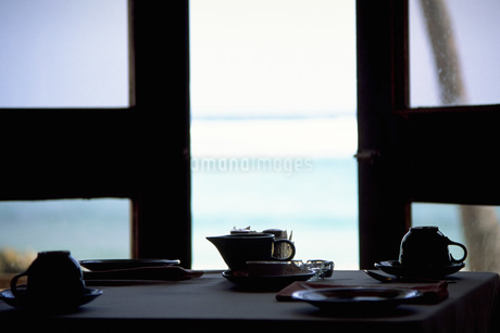 海の見えるカフェの写真素材 [FYI02929632]