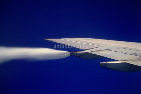 飛行機の翼の写真素材 [FYI02929659]