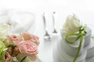 花束とギフトボックスの写真素材 [FYI02930587]