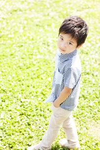 ほほえむ男の子の写真素材 [FYI02931102]