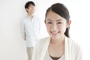 笑顔の女性の写真素材 [FYI02931205]