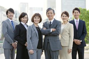 ビジネスマンとビジネスウーマン6人のポートレートの写真素材 [FYI02931659]