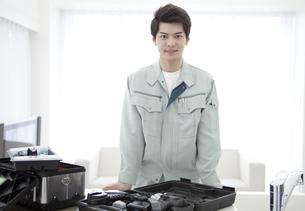 作業着姿の男性の写真素材 [FYI02931747]