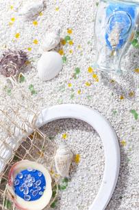 貝殻がある砂浜イメージの写真素材 [FYI02931828]
